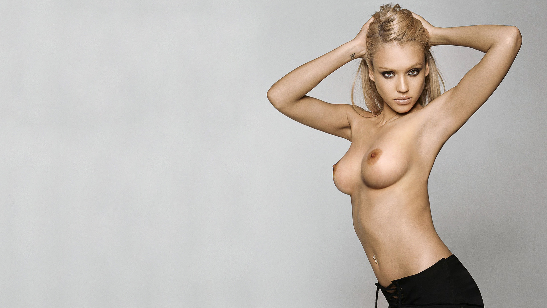 Hot chick in the nude