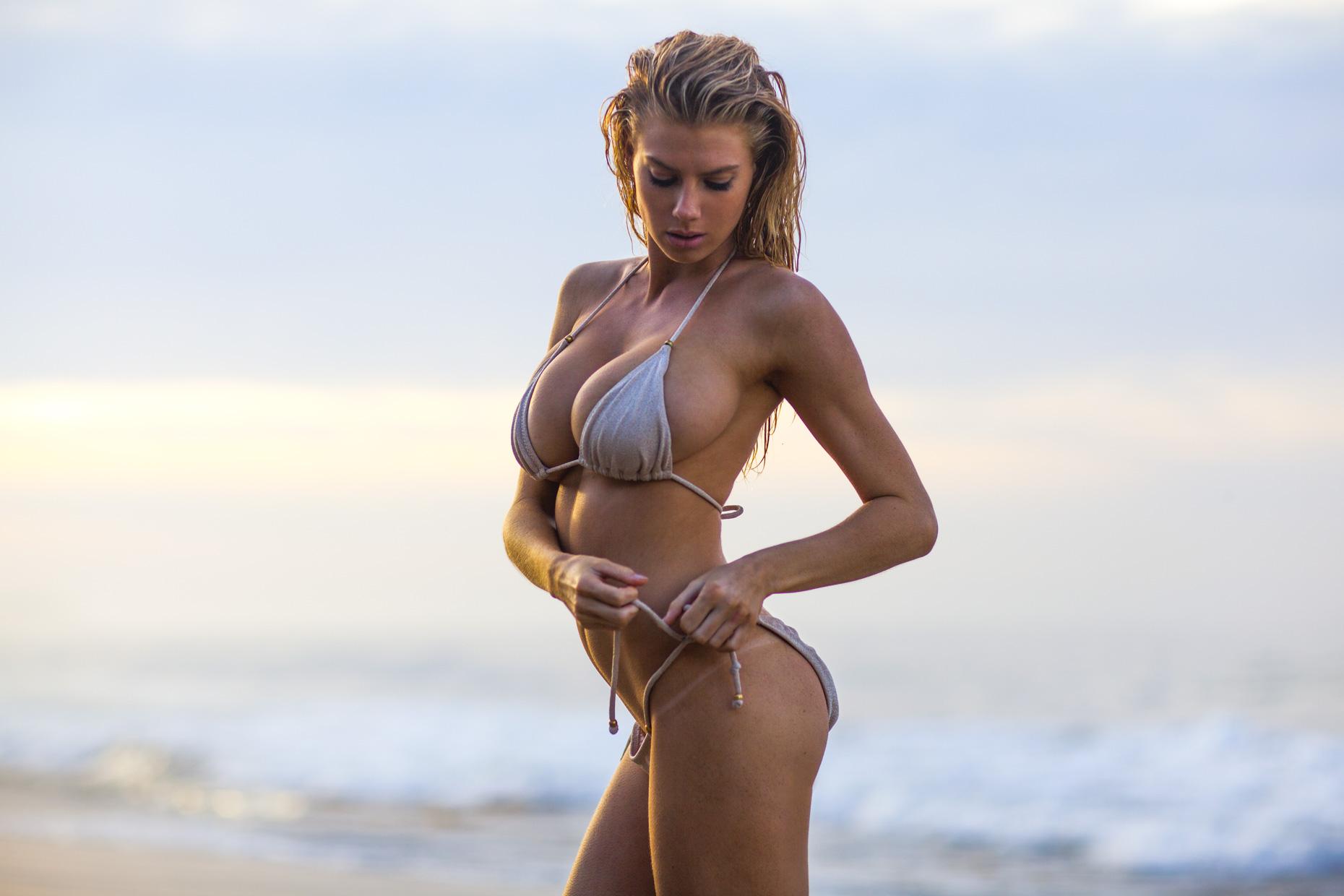 Charlotte Tyler  nackt