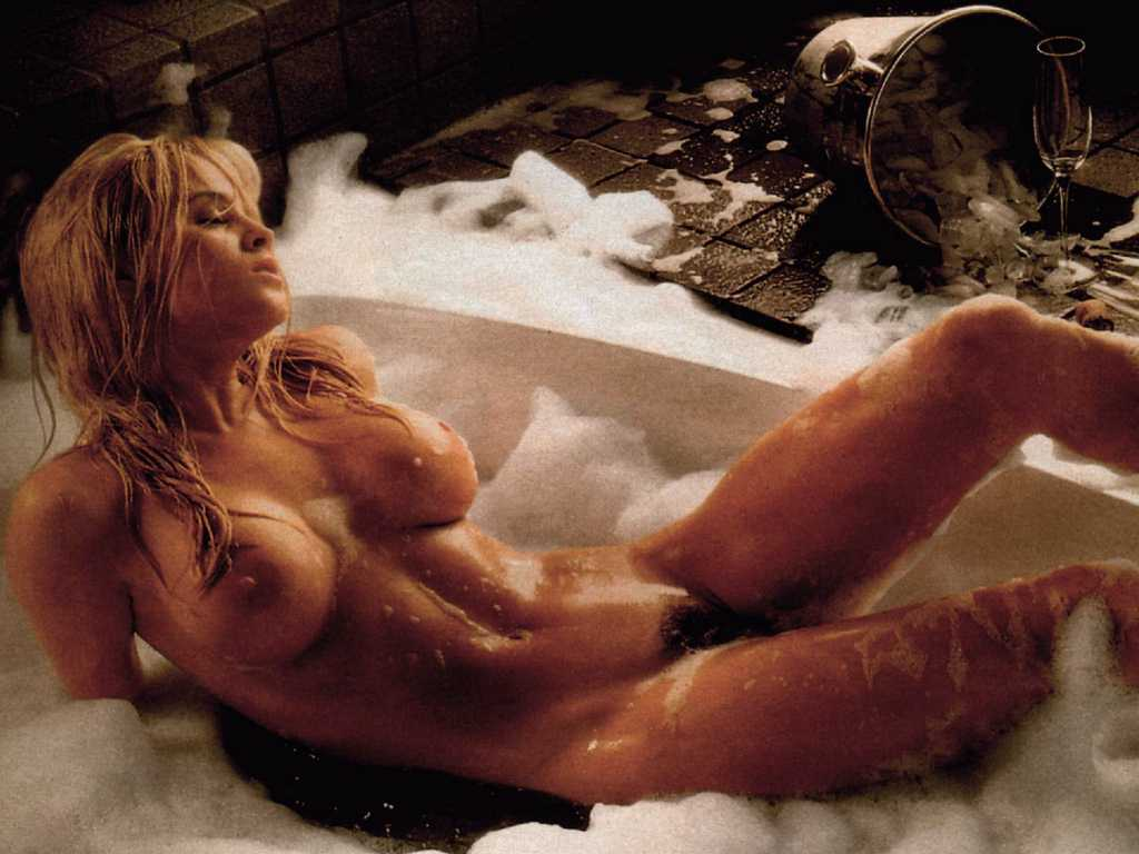 Nude jenny mccarthy Jenny McCarthy