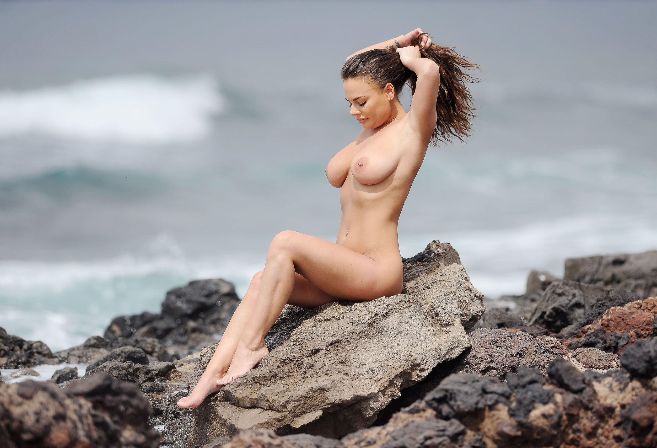 Elizabeth Mathis  nackt